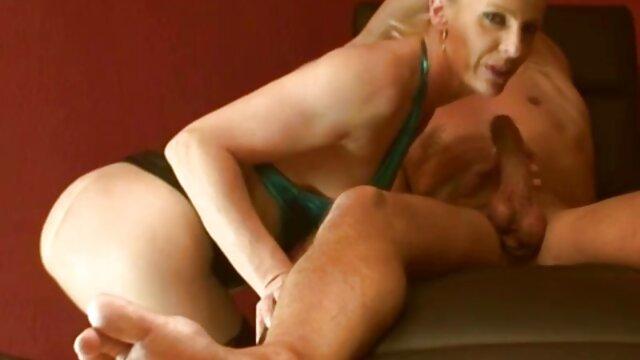 Ragazzo pour olio su il faccia e giocare con lei xxx video porni culo
