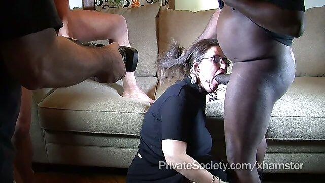 Giovane infermiera che ha sesso porno xxx servito un uomo a casa