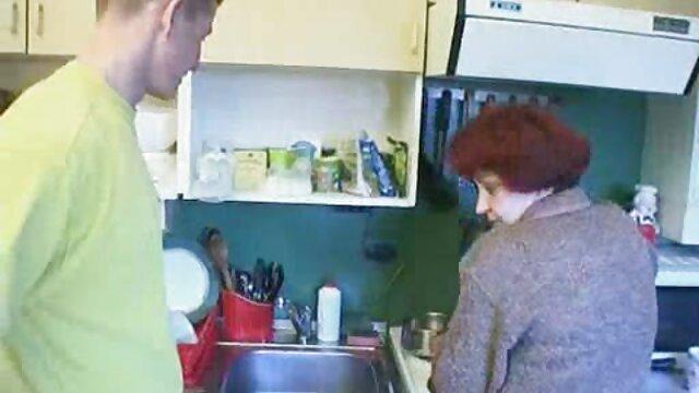 Cagna stand crostacei, piegare filmati gratis porno all'indietro, mentre il ragazzo leccare il suo