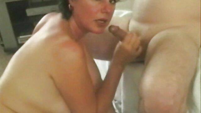 Un gruppo di ragazze del college porno gratis adulti che amano succhiare cazzi