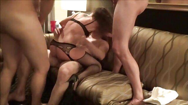 Una giovane ragazza, video film erotici bionda, gioco per un bel pompino per il suo fidanzato